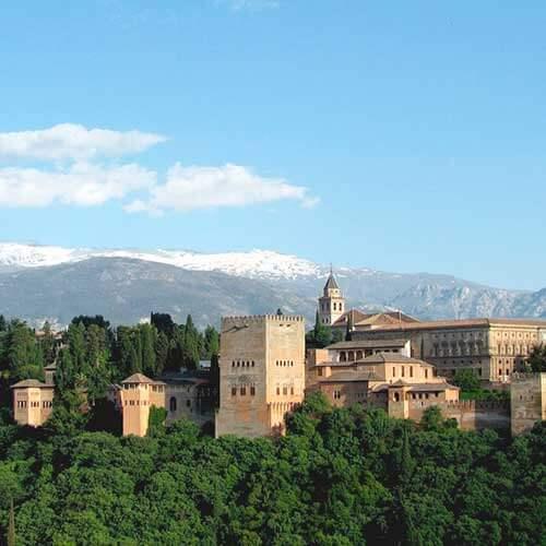 來自Roquetas de Mar,Aguadulce和Almerimar的格拉納達的Alhambra